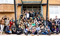 Design & Thinking Movie. Estudiante y profesores de Ciclo Formativos en foto de grupo