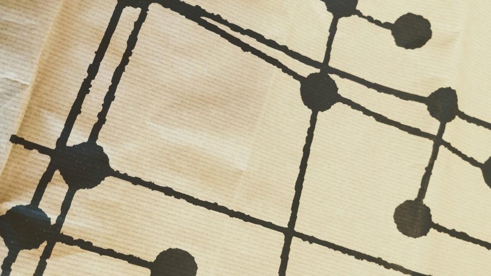 Loreak Mendian diseño packgaging: foto detalle motivo negro