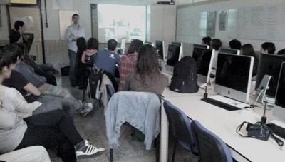 Iñaki-Gorostiza-LIN3S presentando la web Guggeneheim Bilbao a los alumnos de Gráfica Publicitaria