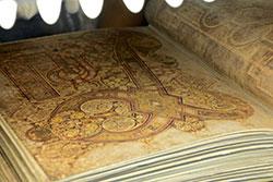 Detalle de ilustración del libro de Kells