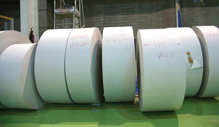 Papresa_rollos-de-papel-cortados-en-bobinas