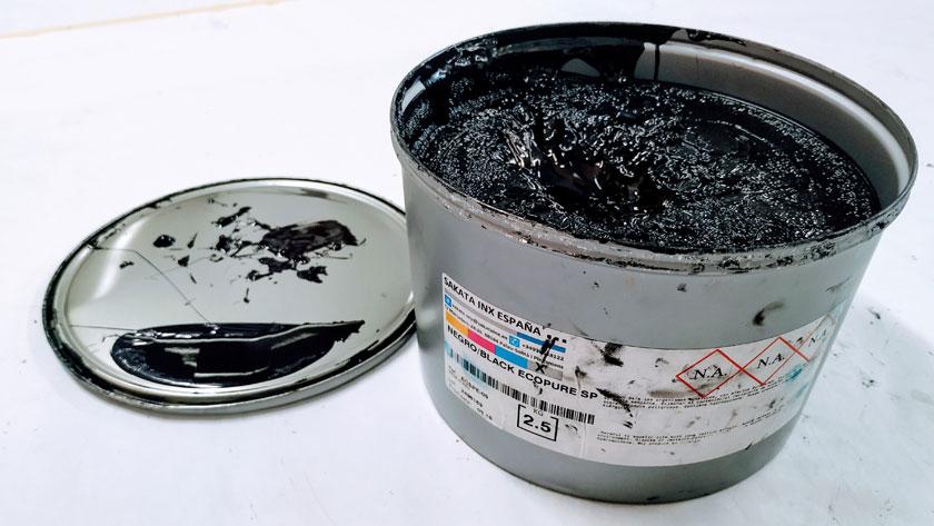 Bote de tinta negra offset sataka