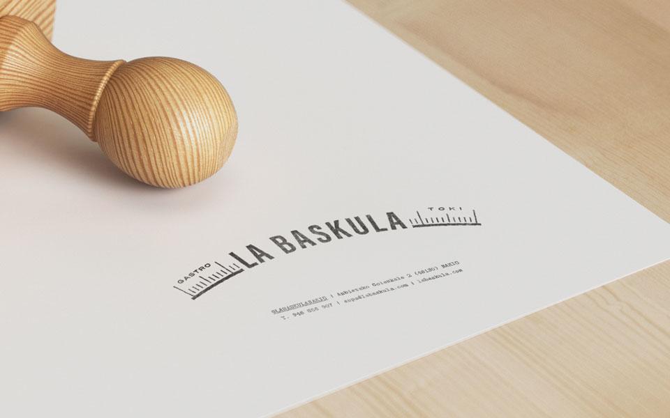 Entrevista Crisiscreativa: diseño identidad gráfica corporativa LA BÁSCULA