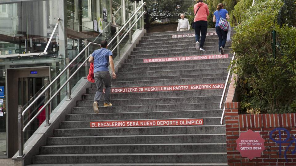 Freskue getxo 2014 European City of sport rótulos en escalera